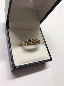 Stunning 9ct gold Ring Size Q In Great Condition Fully Hallmarked