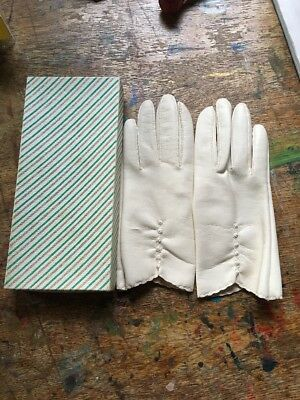 Pretty Vintage  Very Soft Cream Colour Faux Leather Gloves S-M Boxed VGC Prop