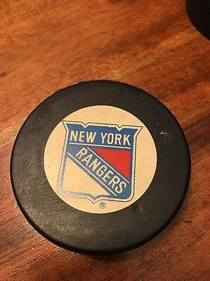 Trench New York Rangers Official NHL Logo Vintage Hockey Puck (KC)