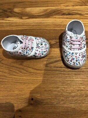 Brand New Size 2 White ,pink,blue,green Floral Elastane Lace Girls Pram Shoes
