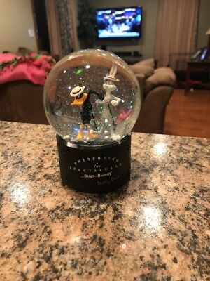 1999 Warner Bros Presenting The Spectacular Daffy Duck & Bugs Bunny Water Globe