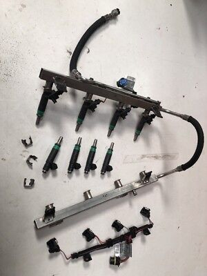 BMW FUEL INJECTORS WITH RAILS AND WIRING LOOM OEM