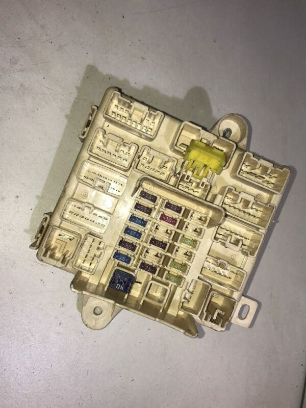 99-05 LEXUS IS200 FUSE RELAY BOX SPARE FUSES