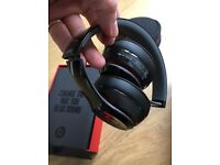 NEW Beats by Dr Dre Solo 2 BLACK B0518 MH8W2ZM/B Foldable Apple iPad Or Android