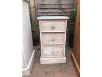 SOLID WASHED PINE BEDSIDE DRAWS/TABLE IN EXCELLENT CONDITION VERY NICE ITEM FREE LOCAL DELIVERY