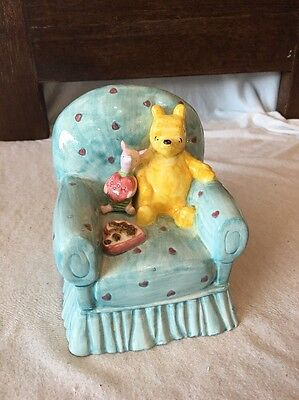 Disney Winne The Pooh & Piglet Ceramic Coin Bank Arm Chair Hearts Collectible ()