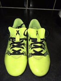 Boys Adidas trainers size 2 in great condition