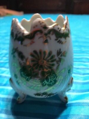 VINTAGE  PORCELAIN EGG WITH FEET GOLD GILDING Green Flowers