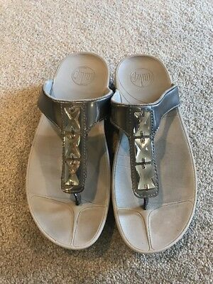 (FitFlop Pietra Pewter 3-Jewel Thong Sandals Women's Size 8)