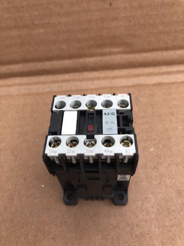 AEG SH05.22 , CONTACTOR, 260V, MINI POWER RELAY MOTOR STARTER #B-16