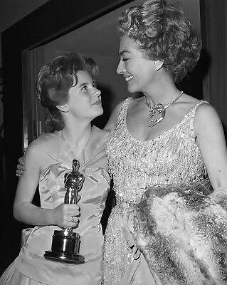 Joan Crawford Congratulates Patty Duke At 1963 Oscars Movie Star 8X10 Photo