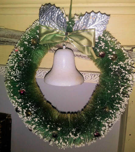 "Vintage Bottle Brush wreath w/ Bell 8"" 1930"