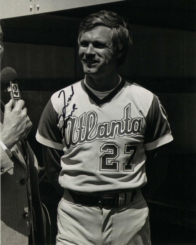 TED TURNER SIGNED AUTOGRAPH 8X10 PHOTO - CNN, TBS, FORMER ATLANTA BRAVES OWNER
