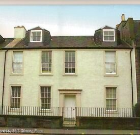 Top Floor flat in a converted & modernised Georgian Townhouse 2 Bedrooms - SECURE PARKING available