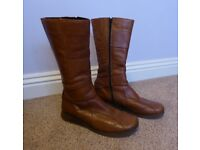 LADIES CLARKS LEATHER BOOTS size 6