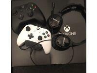 Xbox one 500GB 2 controllers. Fifa 17 , Forza Horizons 3. Turtle beach headphones.