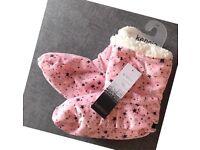 Ladies Warm Pink With Black Stars Fur Slipper Boots, S-M
