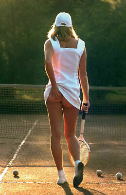 Tennis Girl - scratching her bum( 11