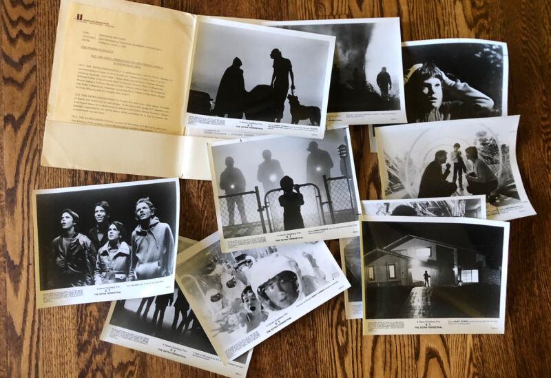 E.T. 1982 Universal Press Kit with Notes Folder 10 Original Photos SPIELBERG
