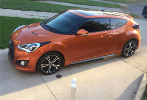 2013 Hyundai Veloster TURBO tech package w. Winter tires