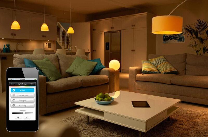 Per App können Sie das Licht jederzeit an- und ausschalten, auch wenn Sie kilometerweit entfernt sind. (© Philips)