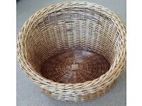 Wicker basket for cat or dog
