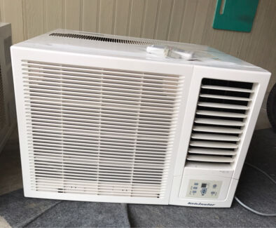 Window or wall Air conditioner with remote