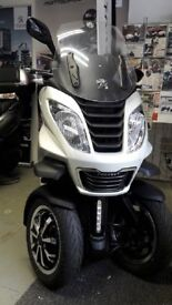 PEUGEOT METROPOLIS 400i.. 0% FINANCE AVAILABLE!! Includes Business Kit Worth £450*