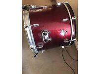 Bass drum, mounted tom, and two floor toms
