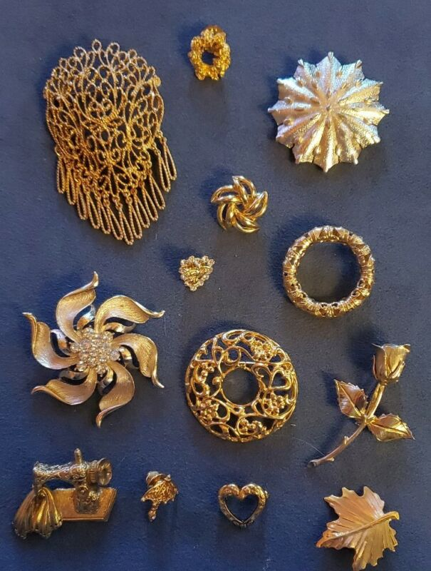 Lot Of Various Goldtone Vintage To Now Brooches Pins, Great Condition