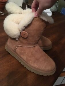 Size 7 Bailey Ugg Boots in great condition