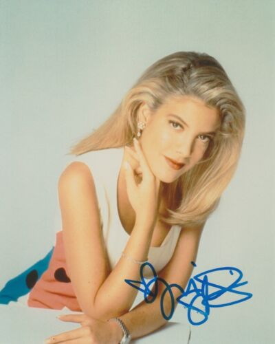 Tori Spelling 90210 Sexy Autographed Signed 8x10 Photo COA AB28