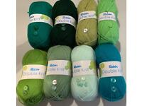5 FREE BUTTONS WITH EVERY BALL ROBIN DOUBLE KNITTING YARN 🧶 product code (4032)