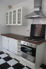 LOVELY 4 BED HOUSE, FULLY FURNISHED AVAILABLE 1ST MAY.