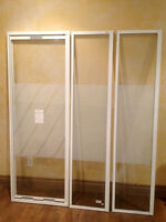 MAAX white corner shower door . No Base . EXCELLENT condition