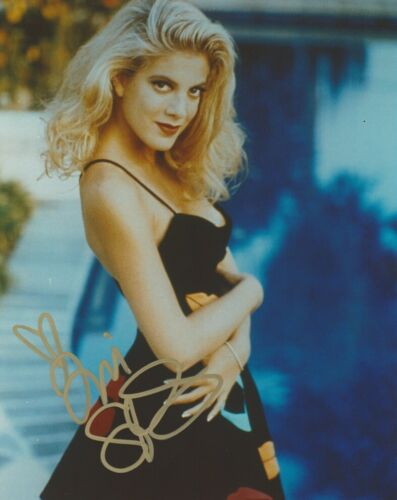 Tori Spelling 90210 Sexy Autographed Signed 8x10 Photo COA AB 22