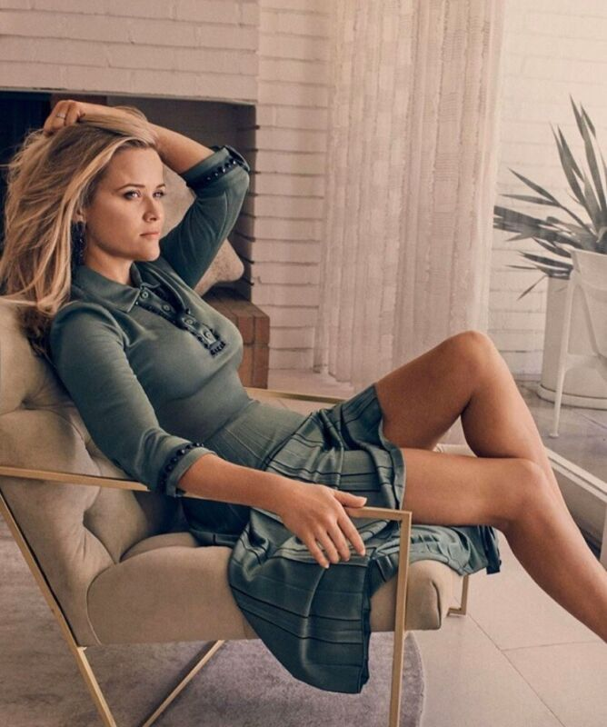 Reese Witherspoon - Sexy Pose !!!