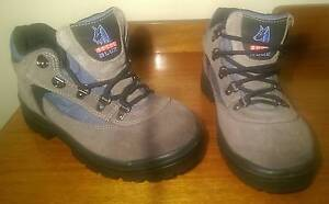* STEEL BLUE * STEEL TOE WORK BOOT * NEAR NEW * Size 6.5 * Cumberland Park Mitcham Area Preview