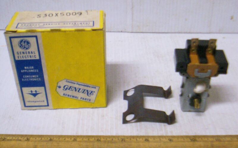 Vintage General Electric Hotpoint - Thermostatic Switch - P/N: WS30X5009 (NOS)