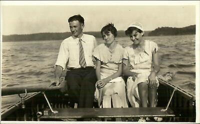 CRISP IMAGE Man w/ 2 Women in Rowboat Boat c1920s-30s Fashion RPPC (Mens 20s Fashion)