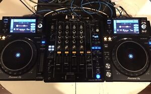 Pioneer XDJ-1000MK2s and DJM-750 Mixer
