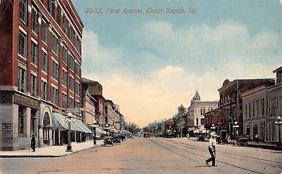 Cedar Rapids Iowa Man Crosses First Avenue Bank Peoples Clothing Bar 1914 Pc