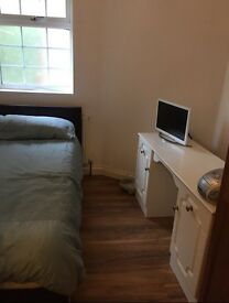 Double Room in Slough - £550 / £500pm (single person or a couple) - bills included