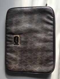 Michael Kors Laptop Sleeve - 13 inch - Brand new condition - leather - brown monogram pattern