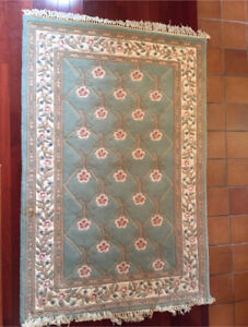 100% wool area rug floral design gorgeous!