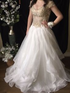 Very nice prom/wedding dress