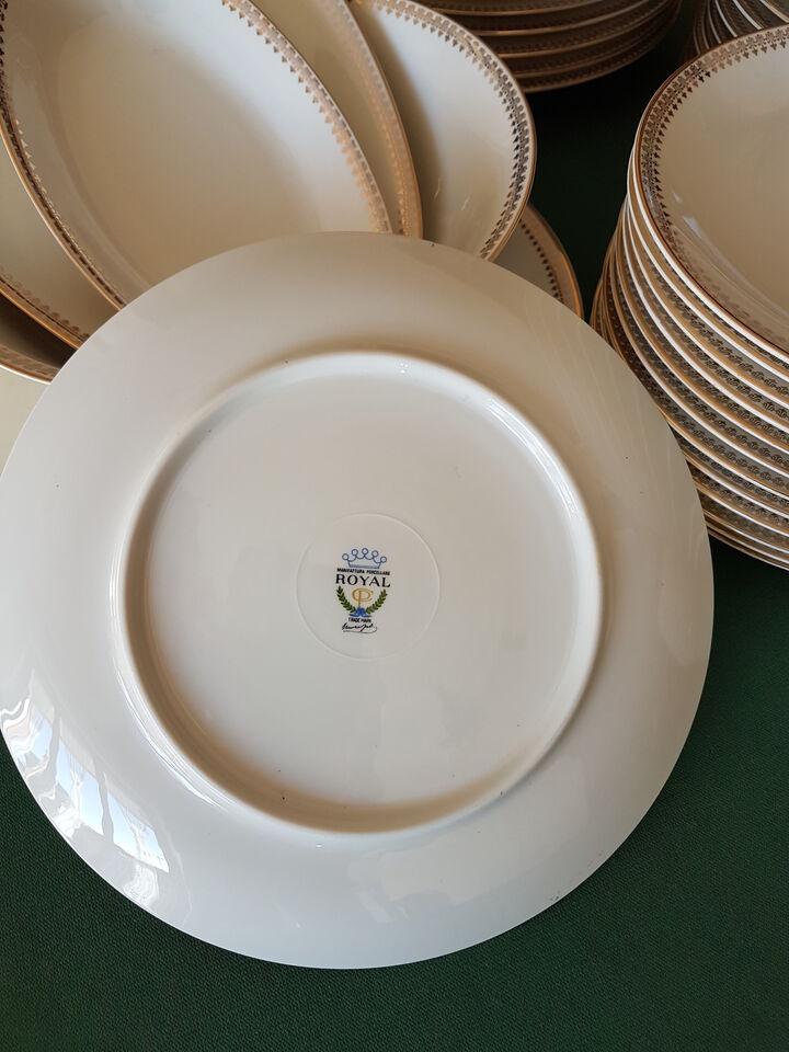 Servizio completo in ceramica Royal bordata in oro 6