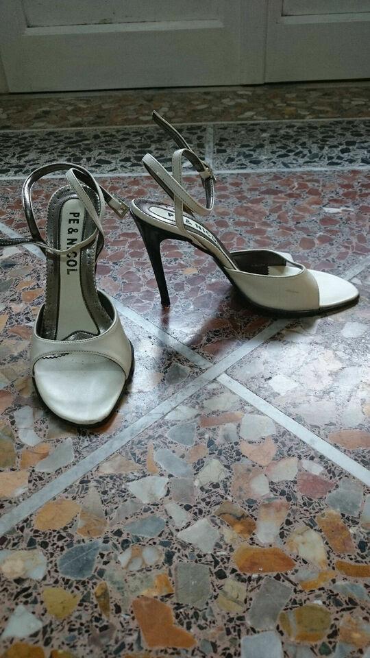 Scarpe bianche con tacco n.39