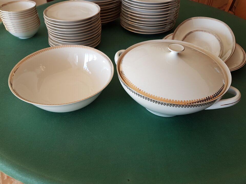 Servizio completo in ceramica Royal bordata in oro 3