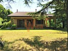 Villa in collina con 6 ettari di terreno